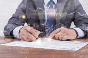 菲亚特克莱斯特(FCAU.US)寻求增加现金储备,或停止派息